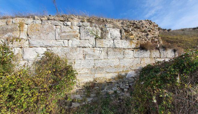 Cercetări arheologice. Cetatea Sacidava, o necunoscută cu un farmec aparte - sacidava2-1604690230.jpg