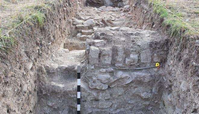Cercetări arheologice. Cetatea Sacidava, o necunoscută cu un farmec aparte - sacidava5-1604690250.jpg