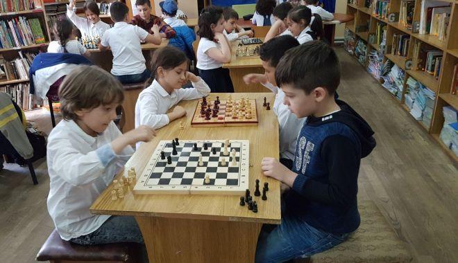 """Foto: """"Șahul ca o poveste"""". Concurs de șah pentru copii, la Constanța"""