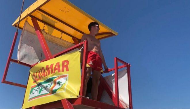 Steag roșu pe litoral din cauza valurilor mari. Turiștii ignoră recomandările salvamarilor - salvamar-1599915379.jpg