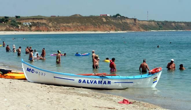 Foto: VIDEO. TRAGEDIE PE LITORAL. Un bărbat a murit înecat, pe plaja Modern. Alte patru persoane, la un pas de a-și pierde viața