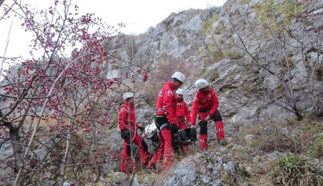 Un bărbat care practica speed flying a decedat în Masivul Bucegi - salvamont-1603900618.jpg
