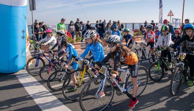 Sâmbătă, etapa a doua  a Cupei Mării Negre  la ciclism - sambata-1603988705.jpg