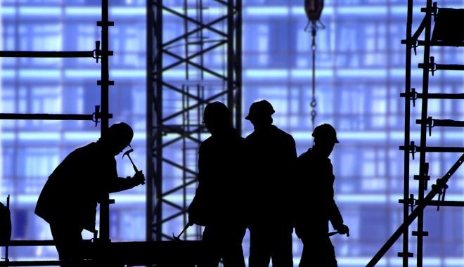 Foto: Zeci de persoane, depistate muncind la negru