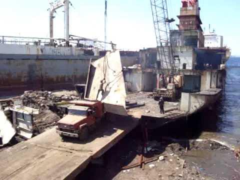 """Foto: Cinci lucrători uciși în explozia și incendiul de pe tancul """"Union Brave"""""""