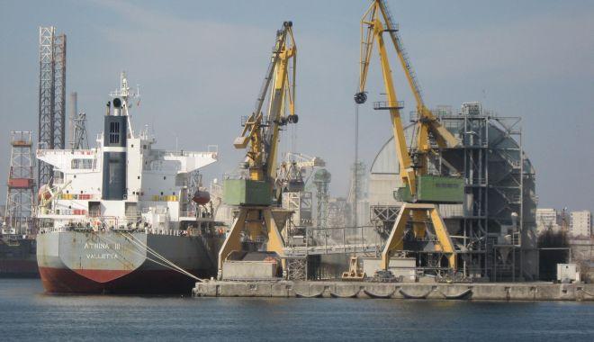 Foto: Șantierul Naval Constanța se sufocă sub norii de pleavă ridicați de United Shipping Agency (II)