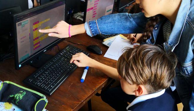 """Foto: Săptămâna Uniunii Europene a Programării, la Școala """"Grigore Moisil"""""""