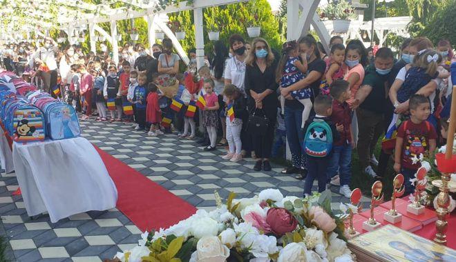 Primarul Dorinela Irimia, mereu alături de elevii și profesorii din comuna Saraiu - saraiu2print-1631641491.jpg