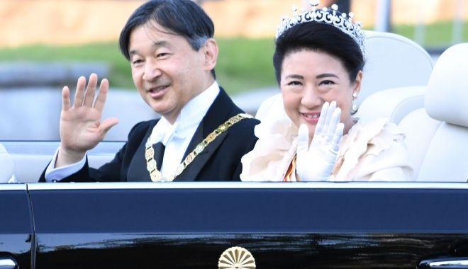 Foto: Sărbătoare populară în Japonia: prima paradă a noului cuplu imperial