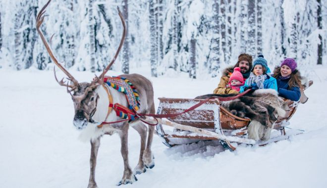 """Foto: Din """"Țara lui Moș Crăciun"""", la Dubai. Unde petrec românii sărbătorile de iarnă"""