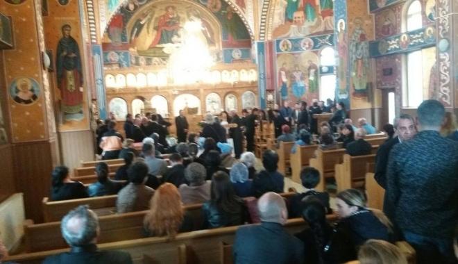 GALERIE FOTO. Puhoi de lume la slujba de înmormântare a fostului primar Ion Ovidiu Brăiloiu - sase-1496997749.jpg