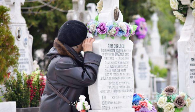 Foto: S-au deschis cimitirele. În ce condiții puteți merge la mormintele celor dragi