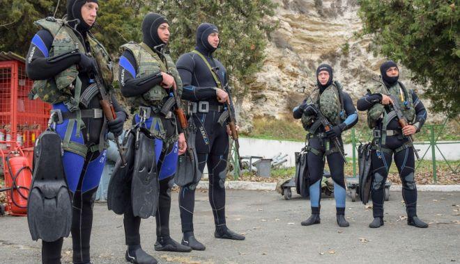 Scafandrii de luptă, exercițiu în portul militar Mangalia - scafandri-1574025739.jpg