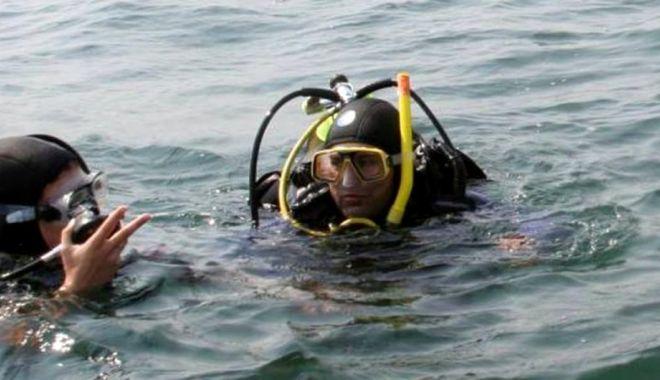 Foto: Intervenție în Eforie Nord. Scafandrii caută un tânăr, în largul mării