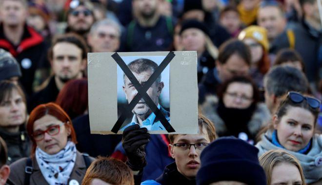 """Foto: Scandalul premierului Andrej Babis, în centrul comemorării """"Revoluției de catifea"""""""