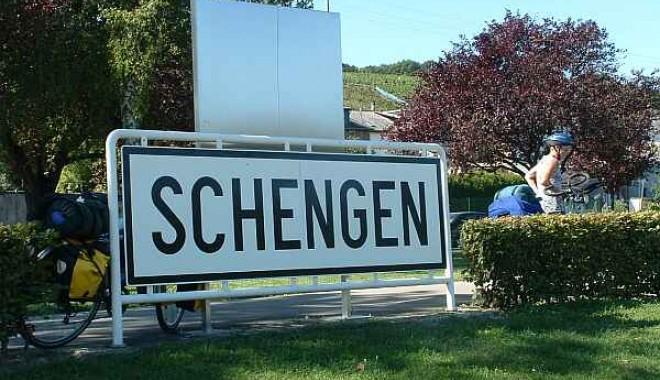 Foto: Băsescu: Sper ca în iunie să se decidă intrarea în Schengen