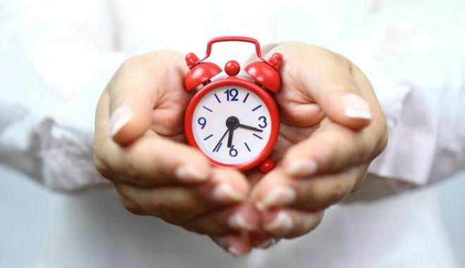 Duminică trecem la ora de vară și dăm ceasurile înainte - schimbareora-1585333841.jpg