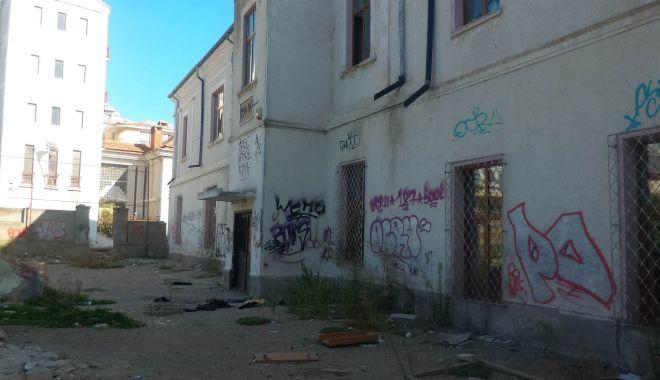 Fostă școală, viitoare groapă de gunoi a Constanței! - scoalagreacavandalizata1-1567796594.jpg