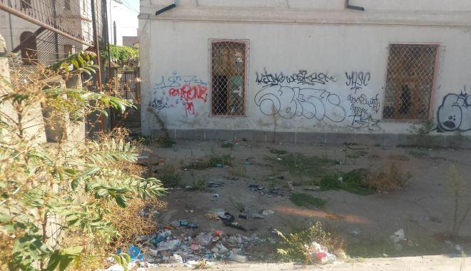 Fostă școală, viitoare groapă de gunoi a Constanței! - scoalagreacavandalizata2-1567796648.jpg