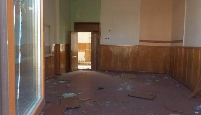 Fostă școală, viitoare groapă de gunoi a Constanței! - scoalagreacavandalizata4-1567796749.jpg