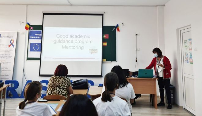 Profesori din Polonia și Portugalia au predat elevilor din Valu lui Traian - scoalavalutraian-1633971829.jpg
