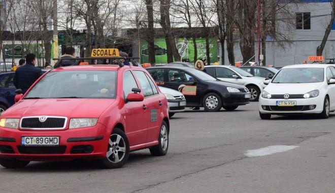 Foto: Școlile auto se pregătesc să-și redeschidă porțile