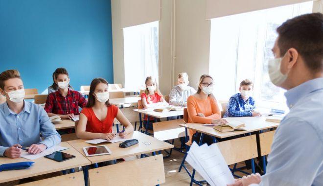 Şcolile distribuie chestionarele pentru părinţi, dacă vor să îi vaccineze pe elevi - scoliledistribuie-1632497286.jpg