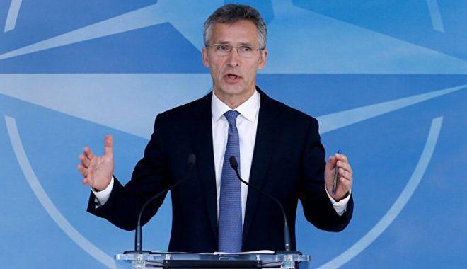 Foto: Secretarul  general al NATO, vizită surpriză  în Afganistan