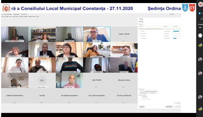 Consilierii locali, reuniți în ședinţă online. Problemele tehnice le-au dat bătăi de cap! - sedintacl-1606480882.jpg