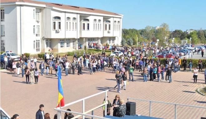 Foto: Studenții constănțeni se întorc la cursuri