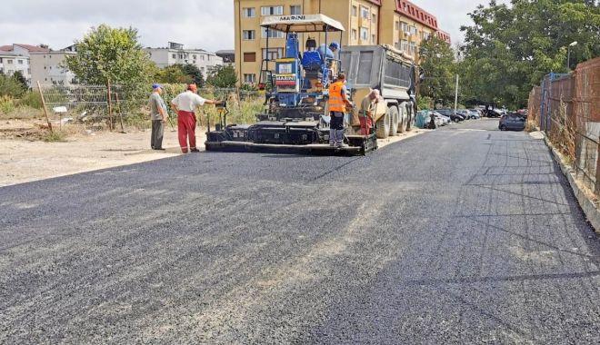 """Se toarnă asfalt în zona Centrului Şcolar """"Albatros"""" - setoarnaasfalt3-1600450309.jpg"""