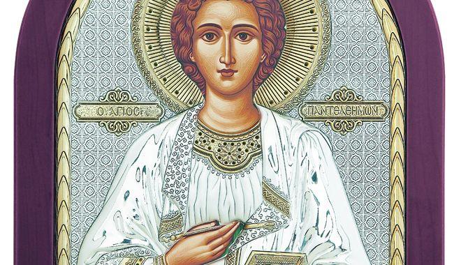 Foto: Credincioșii se pot ruga la moaștele Sfântului Pantelimon