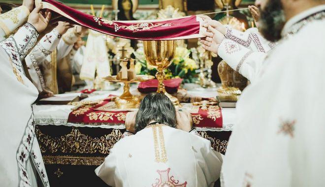 Biserica Ortodoxă îi cinsteşte pe Sfinţii Ioan Casian şi Gherman - sfcasiansursaarhiepiscopiatomisu-1614366984.jpg