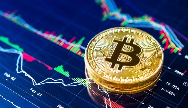 Foto: Bitcoin, visul spulberat. Criptomoneda s-a prăbușit într-un an și a pierdut peste 10.000 de dolari din valoare