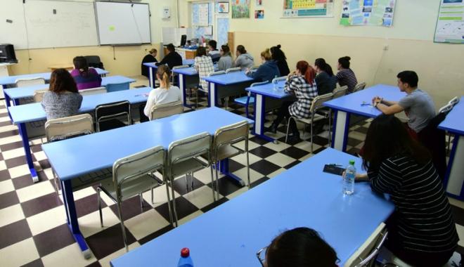 Foto: Simularea examenelor, la final. Bilanț: patru eliminați și o singură cauză - mobilul