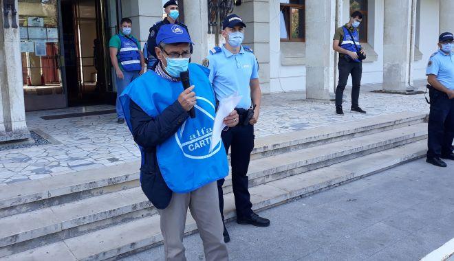 """Sindicaliștii au protestat sub geamul prefectului împotriva """"abuzurilor"""" de la CSCT - sindicalittiiauprotestatsubgeamu-1602094388.jpg"""