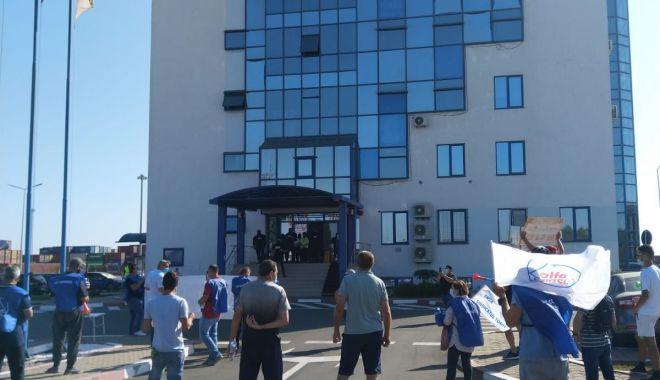 Sindicatele nu cedează! Se reiau protestele la Compania Constanța South Container Terminal - sindicatelenucedeaza2-1600701291.jpg