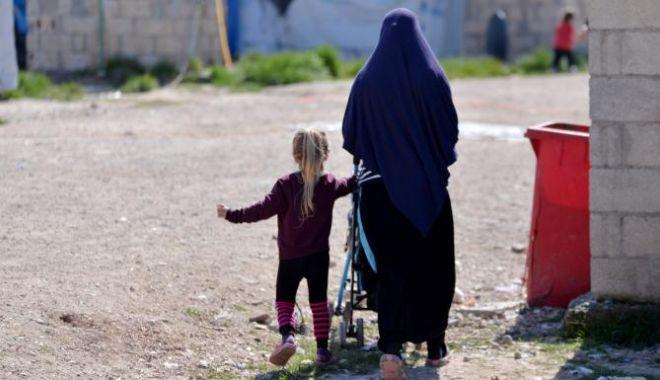 Foto: O fetiță româncă este ținută captivă într-o tabără din nordul Siriei. Ce spune Ministerul de Externe