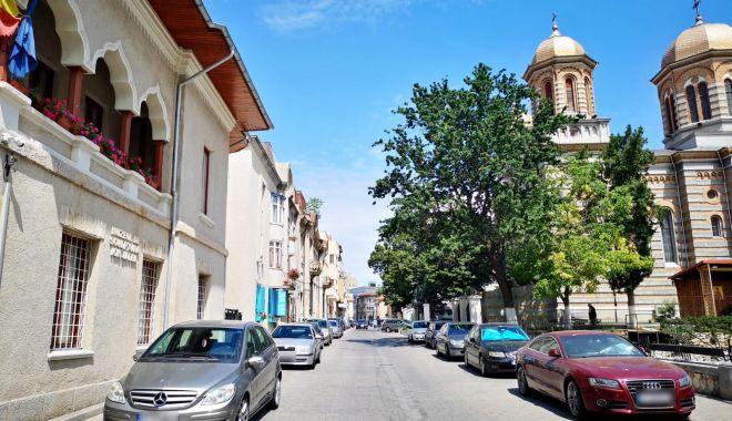 Foto: Slujbă mare, astăzi, la Arhiepiscopia Tomisului. Se închide strada!
