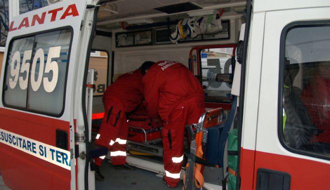 Foto: Ambulanța Constanța, solicitată în cazul unei femei peste care a căzut o scară