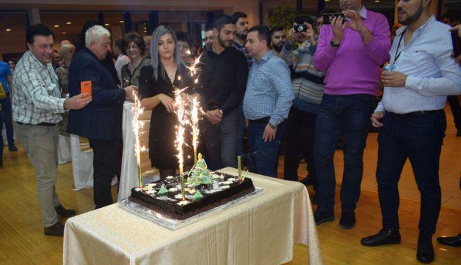 Grupul de firme Histria a încheiat anul cu tort, colinde și artificii - snc2print-1544815846.jpg