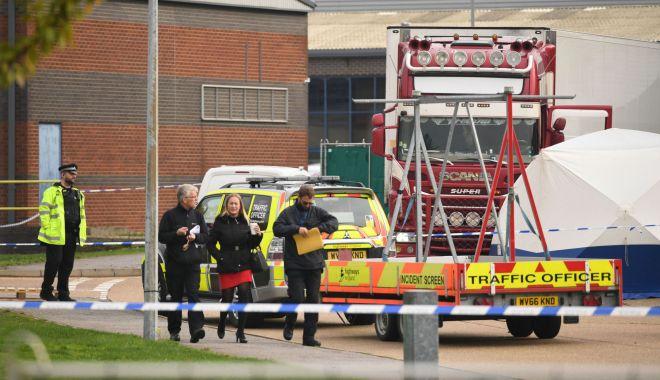 Foto: Șoc în Marea Britanie! 39 de cadavre descoperite într-un tir provenit din Bulgaria
