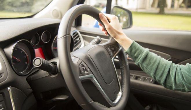 Foto: Șoferii, obligați să aibă oglinzi mai mari