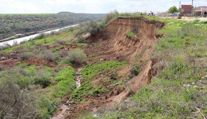 Foto: Solicitare de peste 54 milioane de lei pentru lucrările la alunecările de teren de la Cumpăna