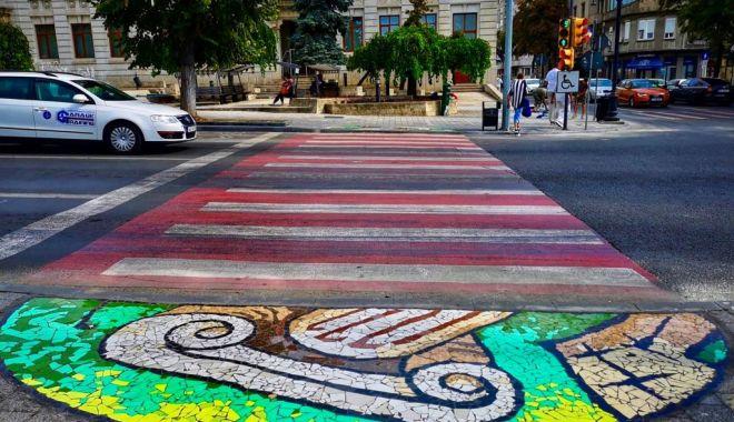 """Foto: Constănțenii sunt îngrijorați, primăria le răspunde: """"Mozaicul va fi tratat cu soluție antiderapantă!"""""""