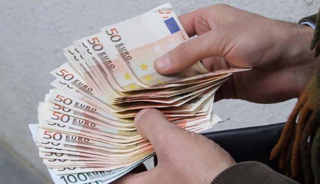 Constanţa/Un poliţist a refuzat 800 de euro mită de la o persoană care conducea, fără permis, un autoturism - spaga-1614096497.jpg