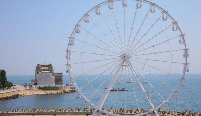 """Foto: Spectacol la înălțime. Roata """"Tomis Eye"""", una dintre cele mai mari din Europa"""