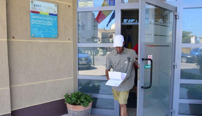 Foto: Constănțenii, grăbiți să-și plătească taxele  și impozitele locale