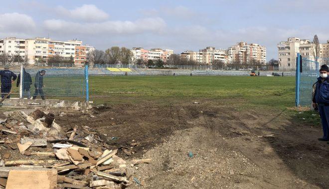 """Foto: Scenele din filme devin realitate, la Constanța. Spital militar modular pe stadionul """"Portul"""""""