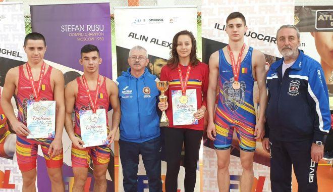 Luptătorii constănțeni, pe podium la Cupa României. Cine sunt laureații - sportivii-1573591553.jpg